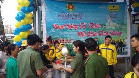 Xuc dong Chuong trinh 'Bua com tu thien' cua tuoi tre Cong an Phu Yen - Anh 6