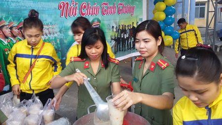 Xuc dong Chuong trinh 'Bua com tu thien' cua tuoi tre Cong an Phu Yen - Anh 7