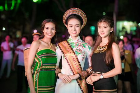Can canh bo ao dai doc dao cua Dai su Le hoi Cafe Buon Ma Thuot 2017 - Anh 10