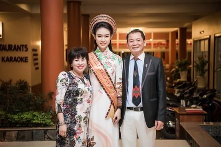 Can canh bo ao dai doc dao cua Dai su Le hoi Cafe Buon Ma Thuot 2017 - Anh 11