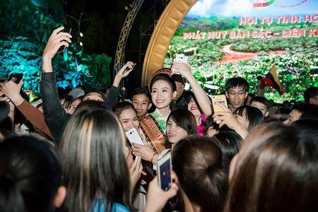 Can canh bo ao dai doc dao cua Dai su Le hoi Cafe Buon Ma Thuot 2017 - Anh 6