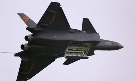 Tiem kich J-20 uy luc tang hinh dau tien cua Trung Quoc 'lo nguyen hinh' - Anh 2