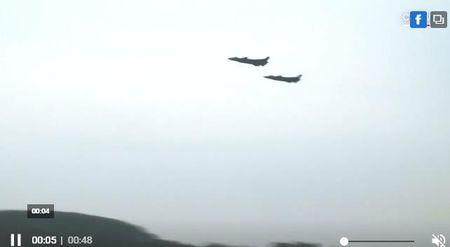 Tiem kich J-20 uy luc tang hinh dau tien cua Trung Quoc 'lo nguyen hinh' - Anh 4
