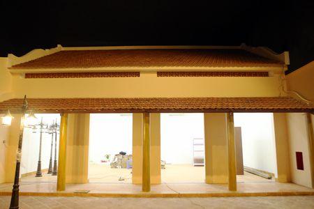Ben trong 'khu pho' xay bi mat o Da Nang - Anh 4