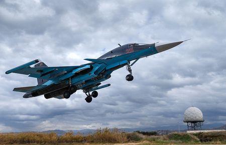 Khong quan Nga tiep nhan 16 'xe tang bay' Su-34 - Anh 1