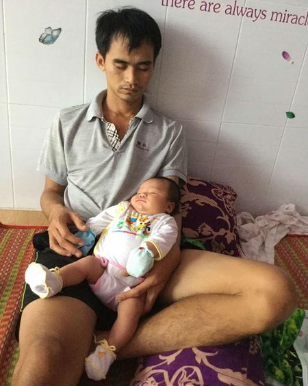Chong 'cu dem' bat day be am, thay bim cho con hut 1,4 like cua dan mang - Anh 4