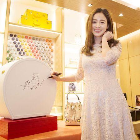 Kim Tae Hee co chong cang man ma, duyen dang - Anh 1