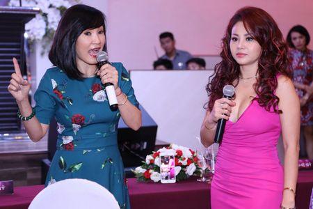 Le Giang tu tin khoe vong mot sexy o tuoi 45 - Anh 4
