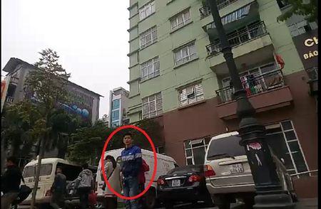 Ha Noi: Loan xe 'du' quanh ben xe My Dinh, luc luong chuc nang co lam ngo? - Anh 1