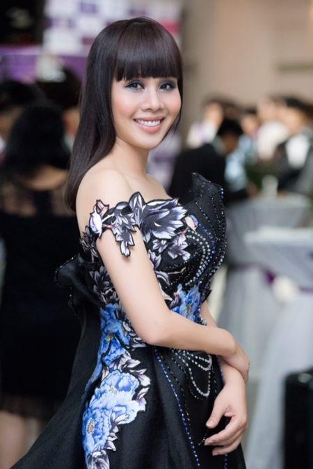 Ngoc Duyen, Hang Nguyen, Ha Thu rang ro trong buoi trao giai Miss Tourism 2017 - Anh 1