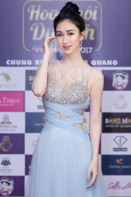 Ngoc Duyen, Hang Nguyen, Ha Thu rang ro trong buoi trao giai Miss Tourism 2017 - Anh 3