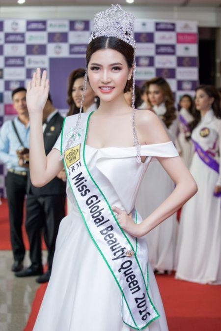 Ngoc Duyen, Hang Nguyen, Ha Thu rang ro trong buoi trao giai Miss Tourism 2017 - Anh 4