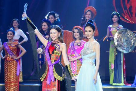Ngoc Duyen, Hang Nguyen, Ha Thu rang ro trong buoi trao giai Miss Tourism 2017 - Anh 6