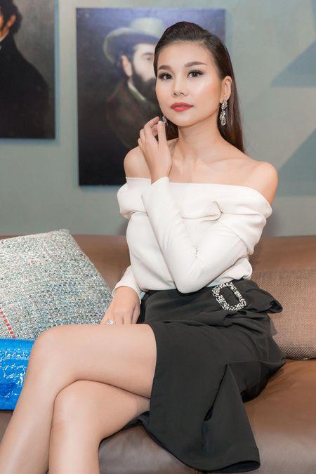 Thanh Hang ho hung khoe vai tran, tre trung nhu thieu nu 18 - Anh 4