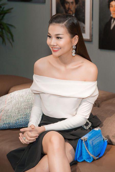Thanh Hang ho hung khoe vai tran, tre trung nhu thieu nu 18 - Anh 7