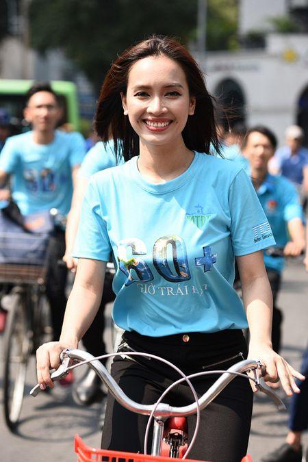 Isaac doi nang, toat mo hoi dap xe cung Ai Phuong - Anh 8