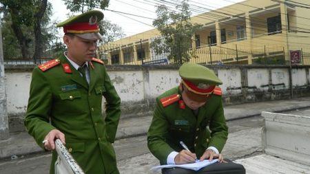 Cong an phuong Quang Trung 'xoa so' bai xe trai phep o cong truong - Anh 1