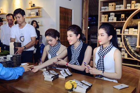 Ngoc Han, Huyen My, Ngoc Van bi 'bao vay' o Tay Nguyen - Anh 2