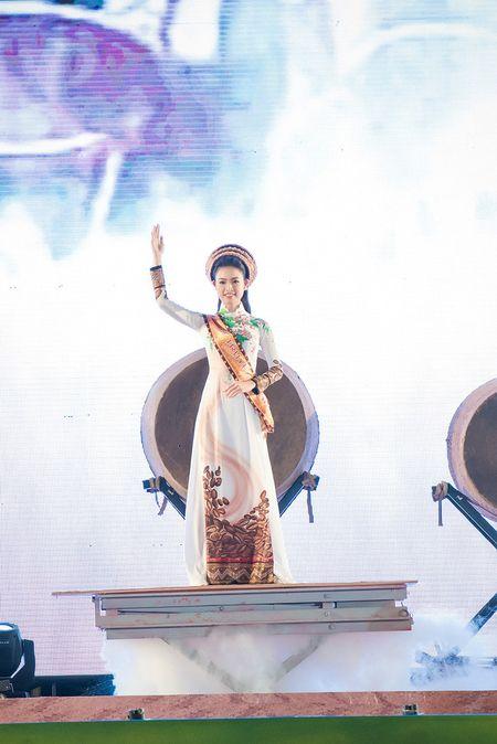 Ngoc Han, Huyen My, Ngoc Van bi 'bao vay' o Tay Nguyen - Anh 5