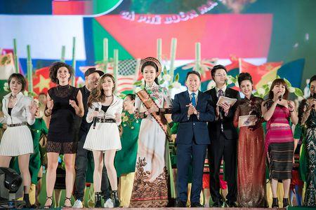 Ngoc Han, Huyen My, Ngoc Van bi 'bao vay' o Tay Nguyen - Anh 6