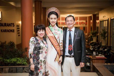 Ngoc Han, Huyen My, Ngoc Van bi 'bao vay' o Tay Nguyen - Anh 8