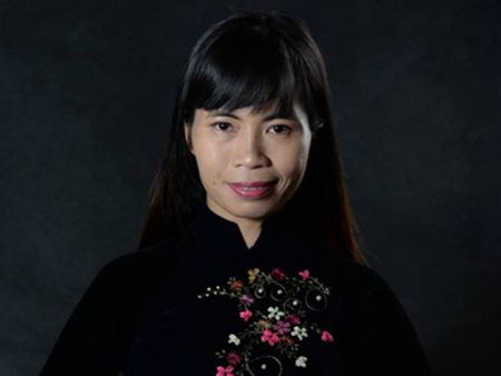 Nha van Trang Ha: Phu nu Viet dang qua thieu cach boc lo ban than - Anh 1