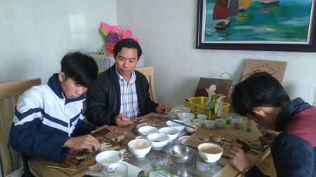 Thay giao truong lang day hoc tro ve tranh gao - Anh 1