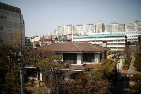 Ba Park Geun-hye bi soc, chua the roi khoi Nha Xanh - Anh 1