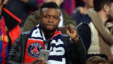 Fan PSG giet ban sau tran thua Barcelona - Anh 1