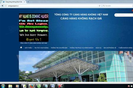 Xu phat 2 thieu nien tan cong hang loat website san bay mien Nam - Anh 1