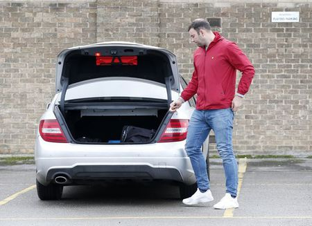 Sieu xe cua Alexis Sanchez dat bang tat ca xe cua cau thu Lincoln City cong lai - Anh 7
