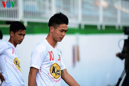 Truc tiep vong 9 V-League: HAGL quyet tim 3 diem truoc Khanh Hoa - Anh 4