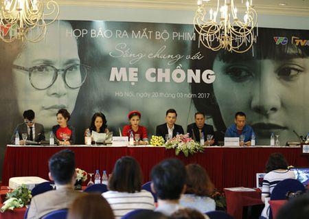 Huong 'Bong' lan dau vao vai ac trong 'Song chung voi me chong' - Anh 1
