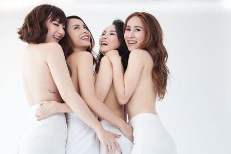 Gian nhau 10 nam, Yen Trang bat ngo chup anh nude cung May Trang - Anh 1