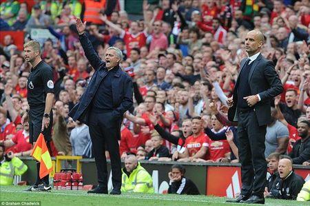 Chot lich da bu derby Manchester: MU phai da 9 tran trong thang Tu - Anh 1