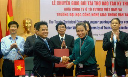 TMV tang thiet bi ky thuat cho DH Cong nghe GTVT Ha Noi - Anh 3