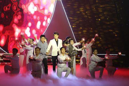 NSUT Kim Xuan cung con dau len sau khau ung ho Huy Luan - Anh 6
