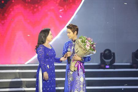 NSUT Kim Xuan cung con dau len sau khau ung ho Huy Luan - Anh 8