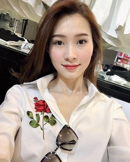 Cach mix ao theu hoa hong sanh dieu nhu sao Viet - Anh 1