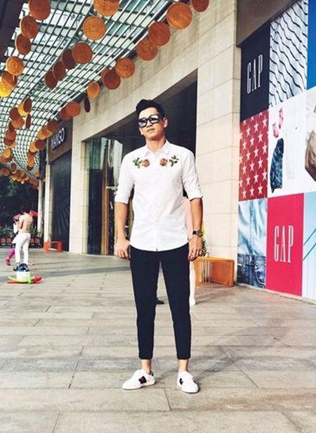 Cach mix ao theu hoa hong sanh dieu nhu sao Viet - Anh 8