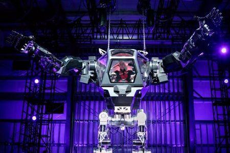 CEO Amazon lai robot khong lo nhu trong phim - Anh 1