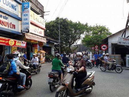Thanh pho Hue: Nhung chien si canh sat giao thong mau ao xanh - Anh 1