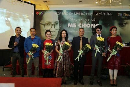 NSND Lan Huong: 'Toi so con dau va thong gia suy nghi khi xem phim Song chung voi me chong' - Anh 1