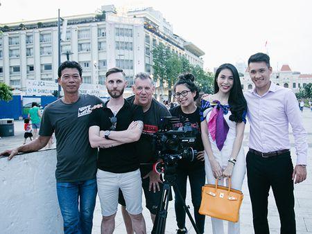 Hoa khoi Nam Em kheo don duong cho chi gai 'tan cong' showbiz - Anh 4