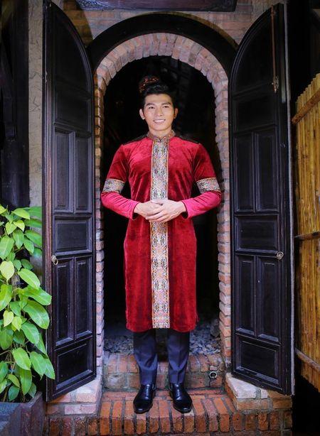 Khanh Ngan diu dang trong ta ao dai 'Hoa sen dat Viet' - Anh 5