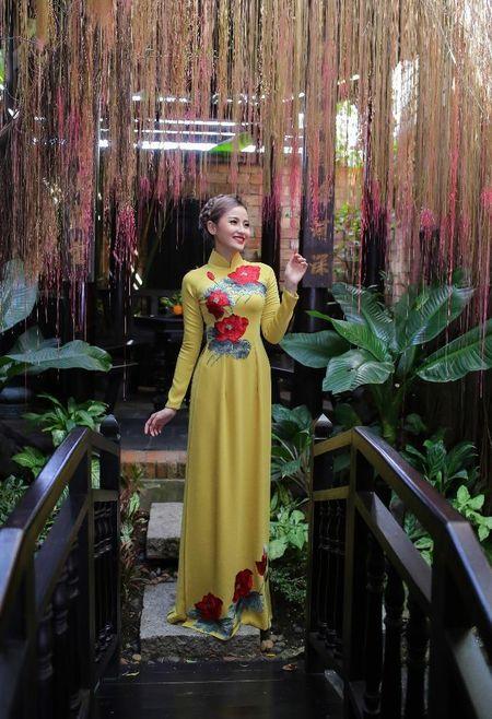 Khanh Ngan diu dang trong ta ao dai 'Hoa sen dat Viet' - Anh 6