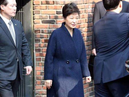 Ba Park Geun-hye xin loi cong chung truoc tham van - Anh 1