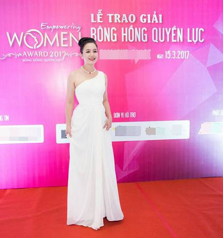 Dien vien Chieu Xuan, MC Thanh Mai dep quyen ru o tuoi U50 - Anh 2