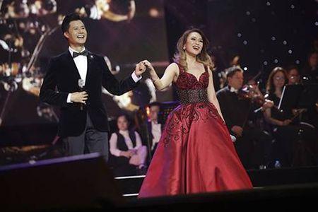 Dien vien Chieu Xuan, MC Thanh Mai dep quyen ru o tuoi U50 - Anh 4
