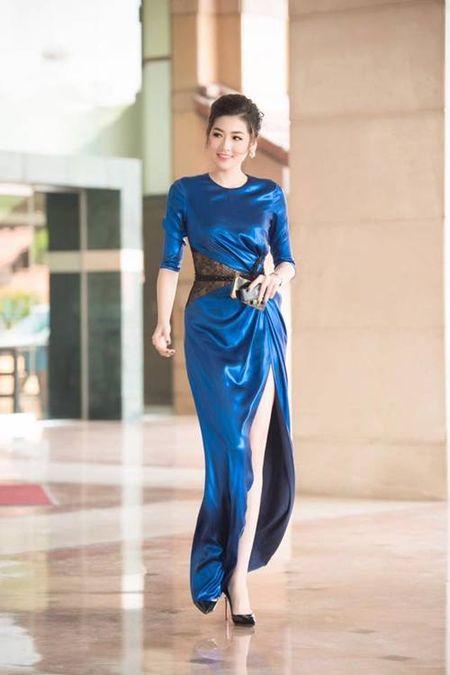 Dien vien Chieu Xuan, MC Thanh Mai dep quyen ru o tuoi U50 - Anh 8